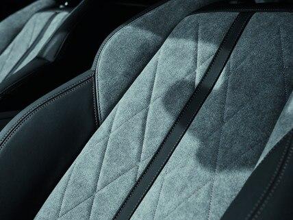 Peugeot 508 HYBRID - Eksklusive Alcantara sæder