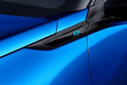 Peugeot e-2008 SUV: e-emblem