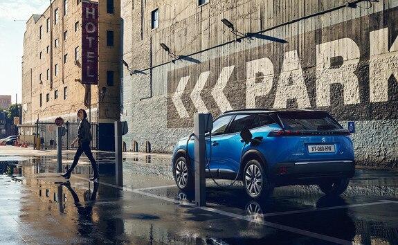 Peugeot e-2008 SUV: Opladning via offentlig ladestander