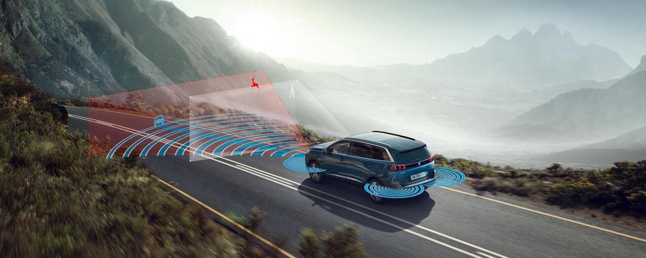 Store Peugeot 5008 SUV med op til 7 sæder og masser af teknologisk udstyr