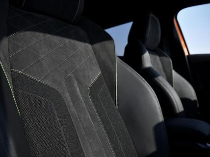 Peugeot 2008 SUV: Sæder i læder og Alcantara®